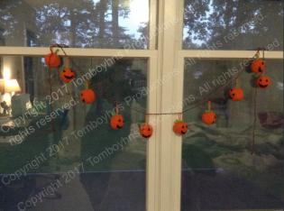 Pumpkin garland watermark 2.png