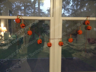Pumpkin garland watermark 2.png