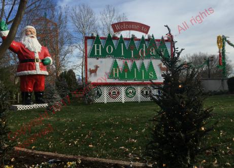 Cmas Town Holiday Hills 1 Watermark.png